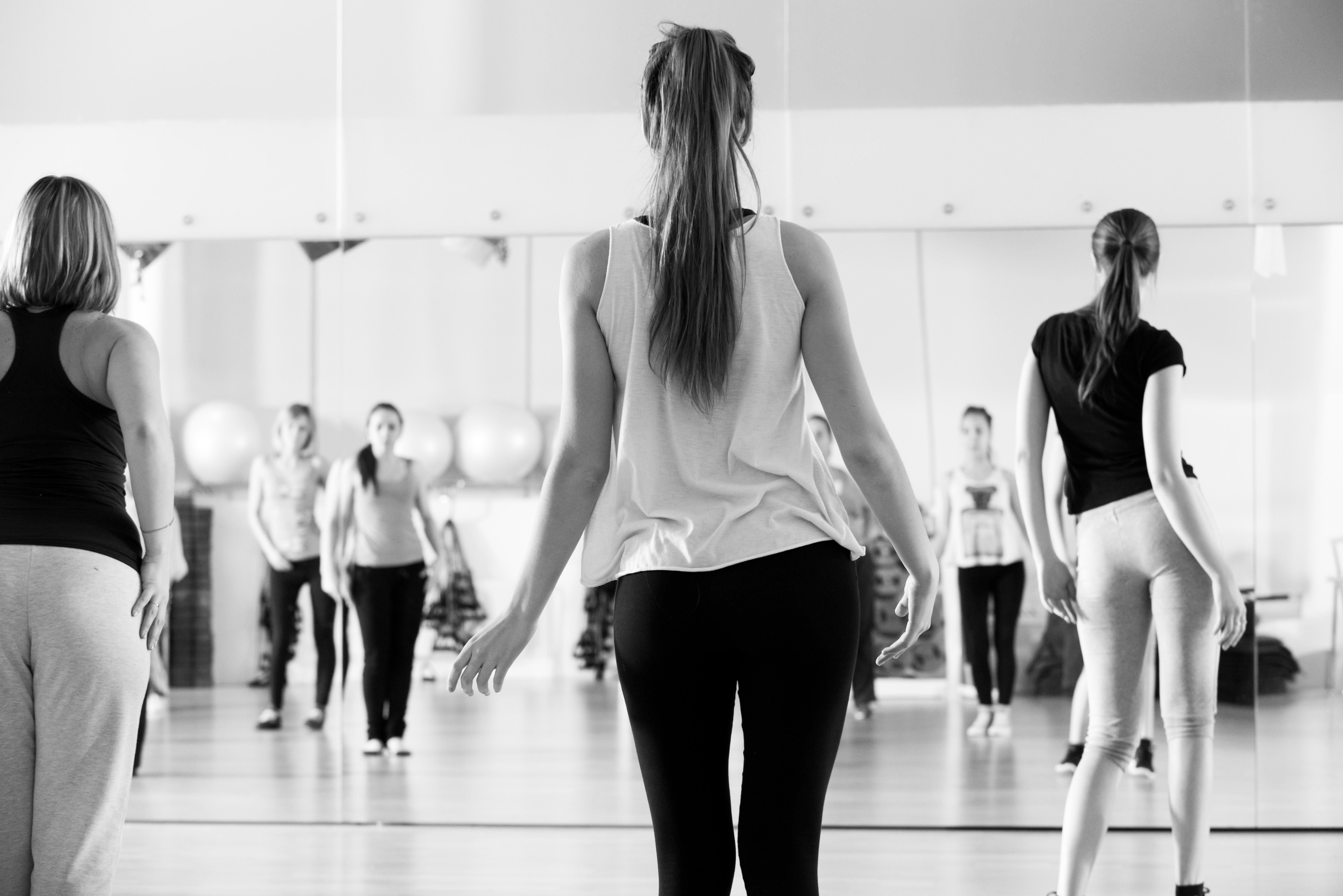 https://teatromelico.go.cr/images/dance-class-women-black-white.jpg